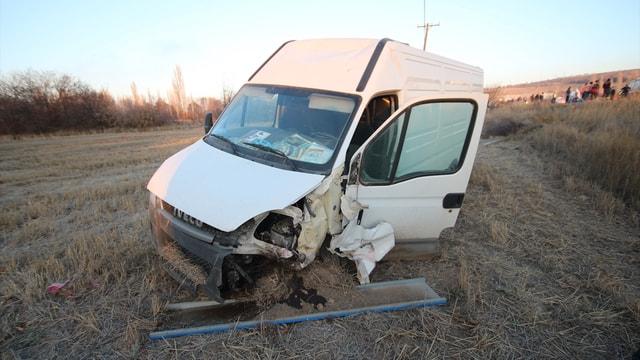 Konya'da otomobille minibüs çarpıştı: 5 yaralı