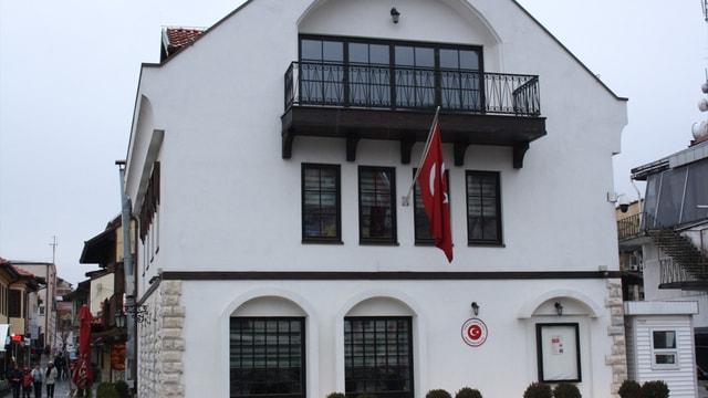 Kosova'daki Türk başkonsolosluğuna saldırı