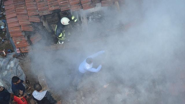 Lüleburgaz'da eşiyle tartışan kişi evini ateşe verdi