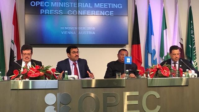 """OPEC'ten """"petrol üretimi kısma"""" kararı"""