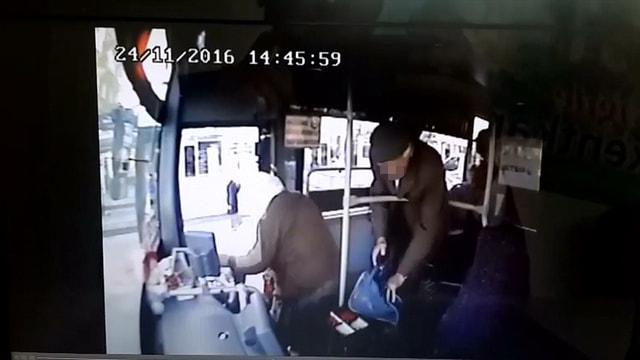 Otobüste çaldırdığı telefonuna sosyal medya sayesinde kavuştu