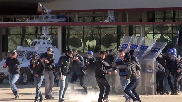 Polisten 'toplumsal olaylara müdahale' tatbikatı