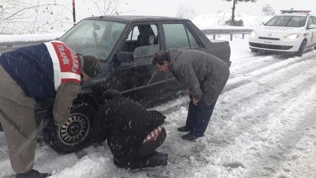 Sinop'ta kar yağışı etkili oluyor