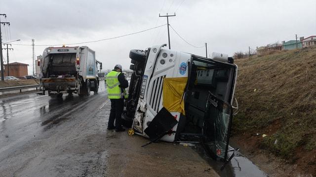 Uşak'ta trafik kazaları: 11 yaralı