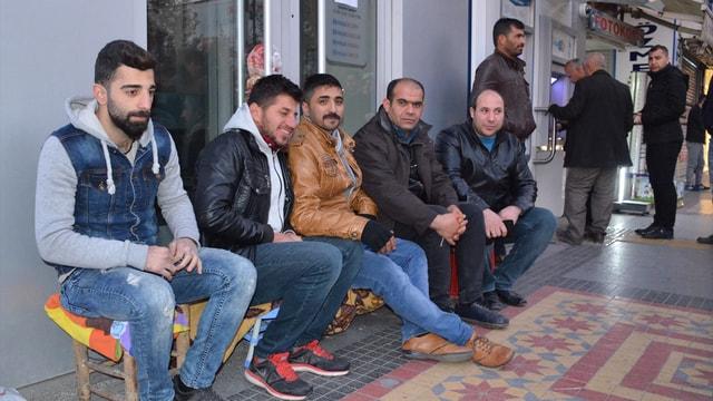 Vatandaşlar TOKİ konutları için banka önünde sabahlayacak