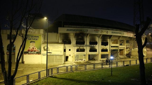 Yıkımı devam Bursa Atatürk Stadı'nda yangın