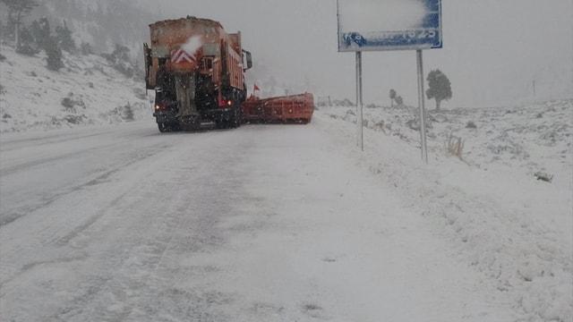 Akseki-Seydişehir karayolunda kar yağışı