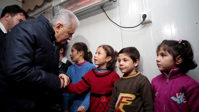 Başbakan Yıldırım Suriyeli aileyi ziyaret etti