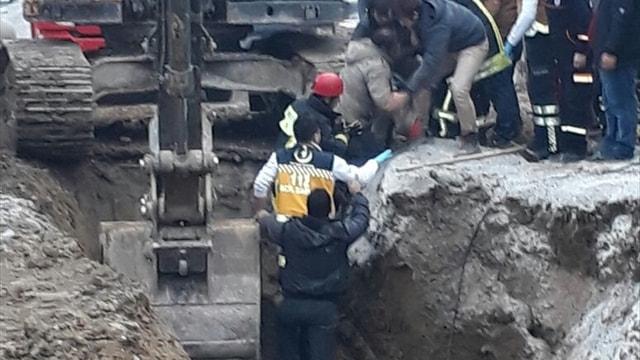Denizli'de kanalizasyon kazısında göçük: 2 yaralı