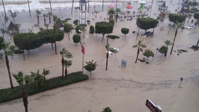 Mersinde sel felaketi! 1 kişi sele kapılıp öldü