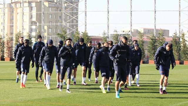 Medipol Başakşehir'de Emre Belözoğlu takımla çalıştı