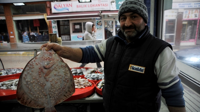 Olumsuz hava şartları balık fiyatlarını etkiledi