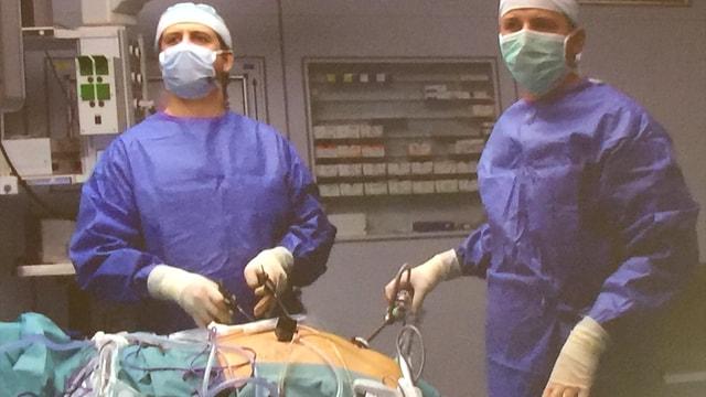 Türk profesörden Almanya'da canlı yayında ameliyat