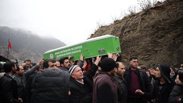 Adananın Aladağ ilçesinde özel öğrenci yurdunda çıkan yangında hayatını kaybedenlerin cenaze törenlerine ilişkin haberlerimizi derleyerek yeniden yayımlıyoruz. Saygılarımızla.AA