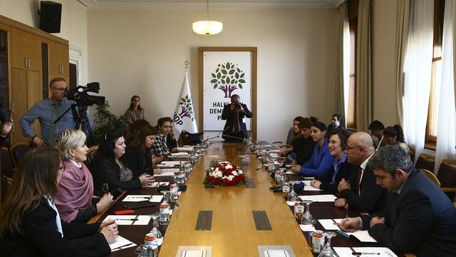 AKPM raportörlerinden HDP'ye ziyaret