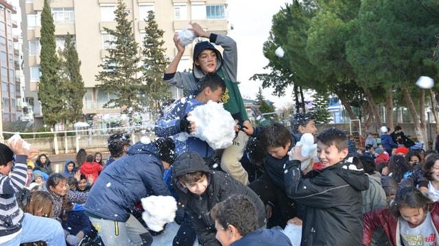 Antalyalı öğrencilere kar sürprizi