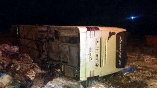 Bilecik'te yolcu otobüsü devrildi: 30 yaralı