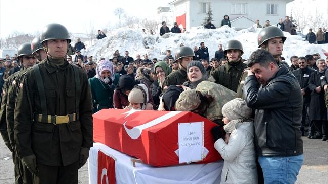 Bitlis'te şehit 2 askerler için tören düzenlendi