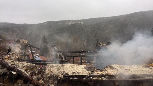 Denizli'de yangın: 3 ölü