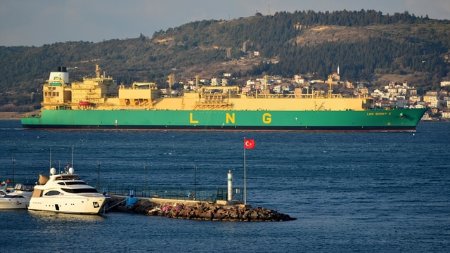 Dev tanker, Çanakkale Boğazı'nı kapattı