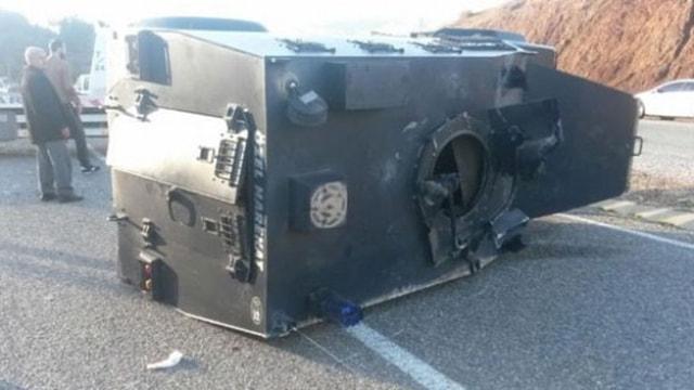 Ağrıda zırhlı araç devrildi! 7 polis yarlandı
