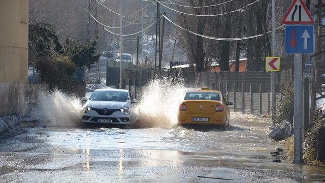 İstanbul'da yağış hayatı olumsuz etkiledi