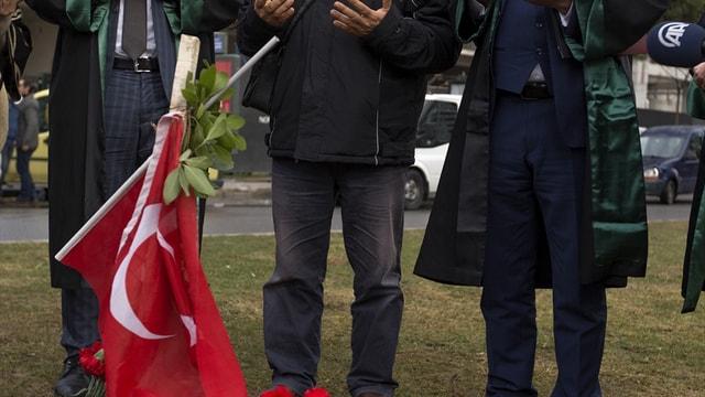 İzmir'de sela okuyan müezzinin darbedilmesi davası