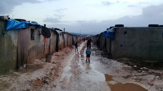 Suriyeli çocuklar, Türkiye'nin yardımlarıyla hayata tutunuyor
