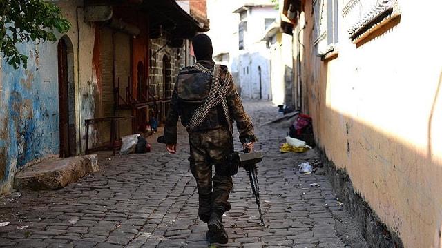 Diyarbakırda Yenişehir kaymakamına suikast için gelen terörist öldürüldü