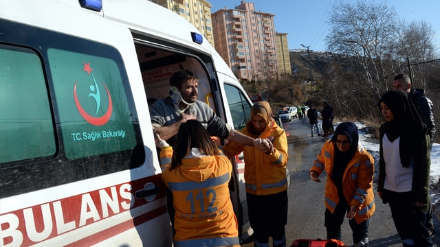 Tokat'ta otomobil sulama kanalına devrildi: 2 yaralı