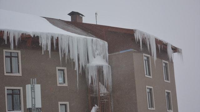 Uludağ'da kar yağışı ve sis