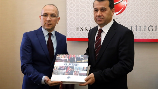 Eskişehir Valisi Çelik'e AA 2016 Yıllığı