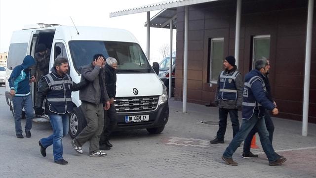 İzmir'de dolandırıcılık operasyonu