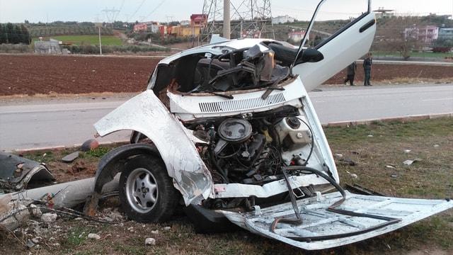 Kaza yaparak ikiye ayrılan araçtan hafif yaralı kurtuldu
