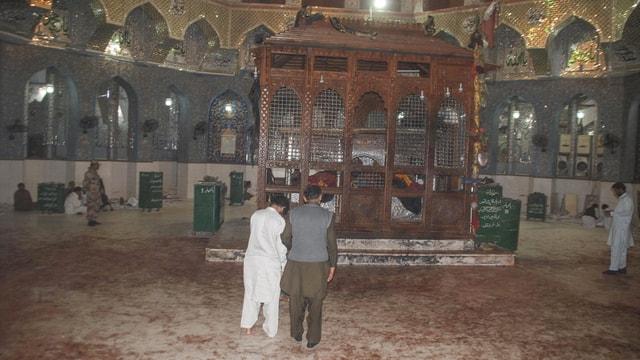Pakistan'daki türbeye bombalı saldırı