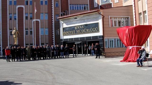 Sivas'ta şehitler anısına çift başlı kartal anıtı açıldı