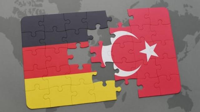 Alman belediyeden Türk vatandaşlarına tehdit!