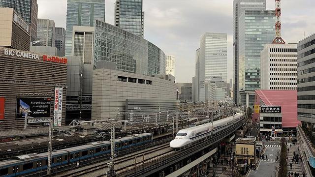 Japonyada 20 saniye erken kalkan tren için özür