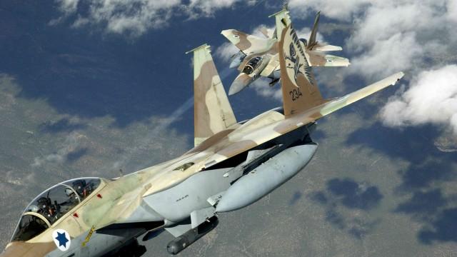 Suriye ordusu İsrail jetini vurdu