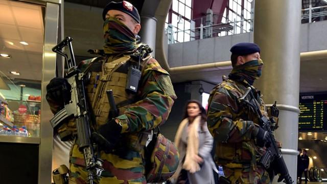 Belçika'da saldırı girişimi! Alışveriş sokağına araçla girdi
