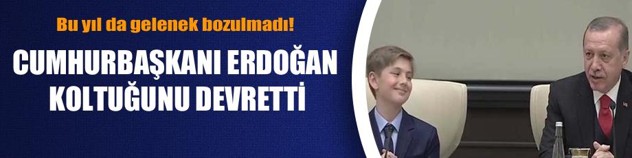 Bu yıl da gelenek bozulmadı! Cumhurbaşkanı Erdoğan koltuğunu devretti