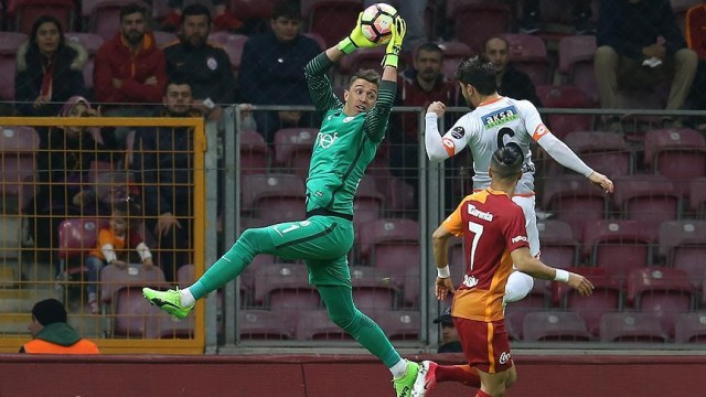 Galatasaray evinde rahat kazandı (4-0)